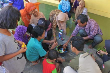 Sosialisasi dan Pelatihan Pengolahan Sampah Rumah Tangga  di Dusun Jebugan