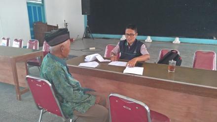 Pendistribusian Kartu KIS oleh TKSK Kecamatan