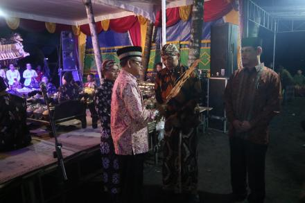 Merti Dusun Karen, Dalang Seno Nugroho Hibur Warga