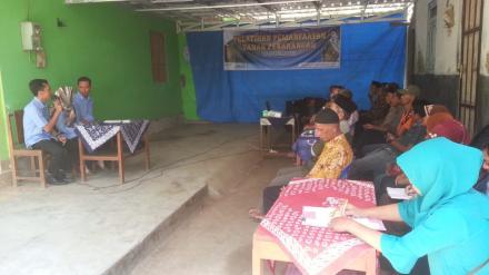 Pelatihan Pemanfaatan Tanah Pekarangan oleh Profesor Pisang