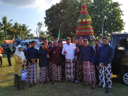 Lurah Desa, Pamong Desa Tirtomulyo bersama Camat K